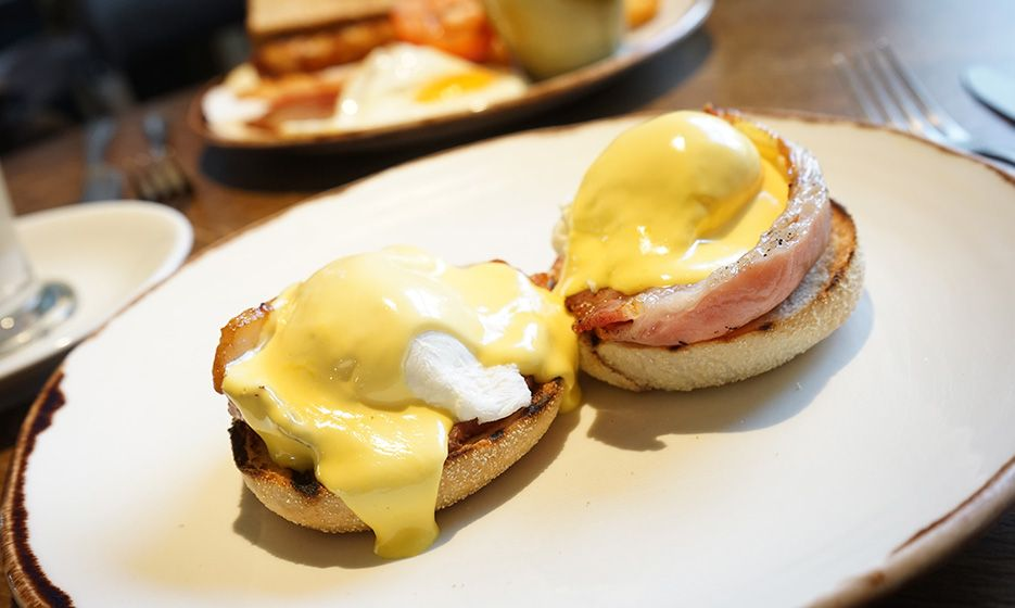 Eggs Benedict on a muffin